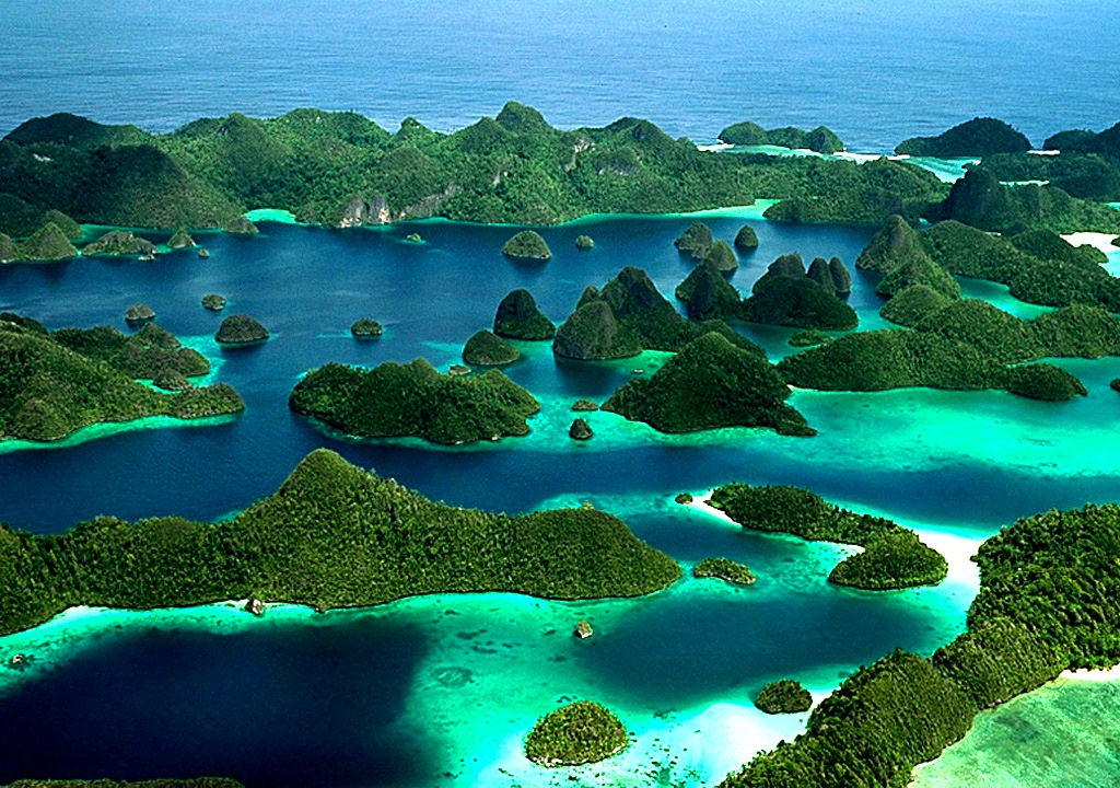 Full Picture Raja Ampat Indonesia