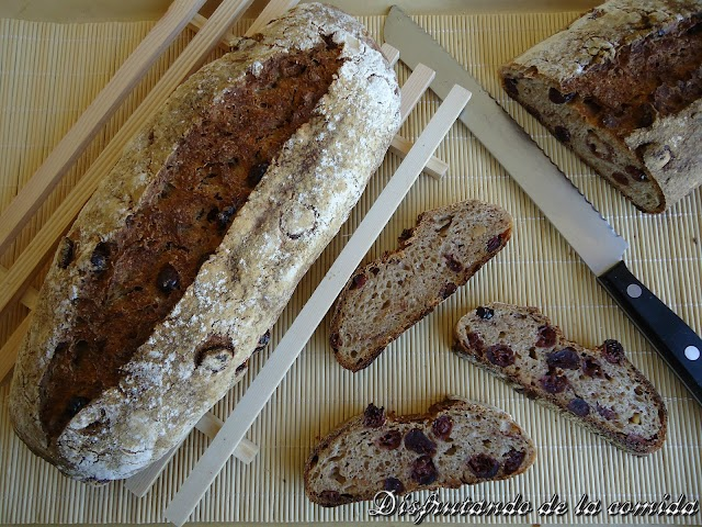 Pan con Arándanos y Avellanas