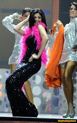 Shilpa Shetty performs at the IIFA Awards night in Toronto_FilmyFun.blogspot.com