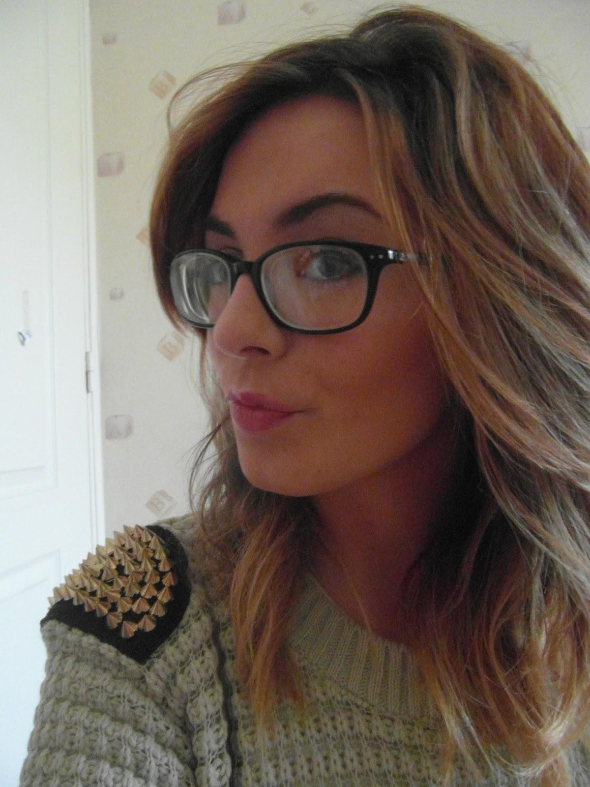Coiffure cheveux mi long avec lunettes