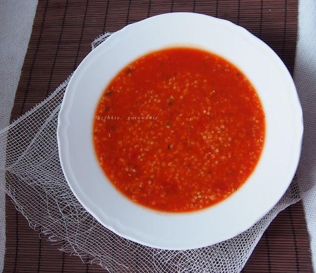 Gęsta zupa pomidorowa z kaszą jaglaną i soczewicą