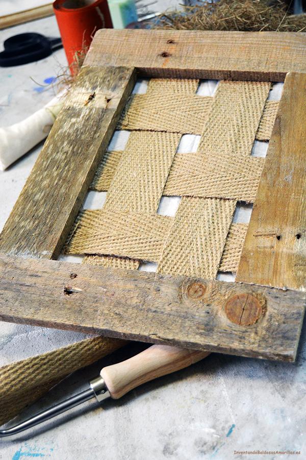 paso colocamos nuestras cinchas en el bastidor lo primero para poder tapizar