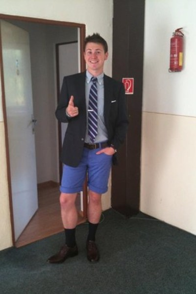 blue-shorts-tie-black-suit_400.jpg