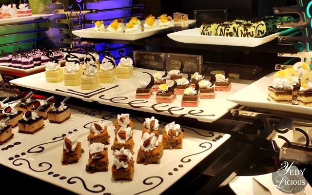 Mini Cakes at NIU by Vikings Buffet