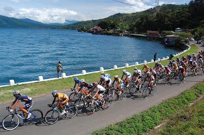 Objek wisata Danau Singkarak Sumatera Barat 3