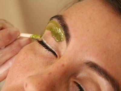 cejas perfectas: depilar cejas con cera en casa