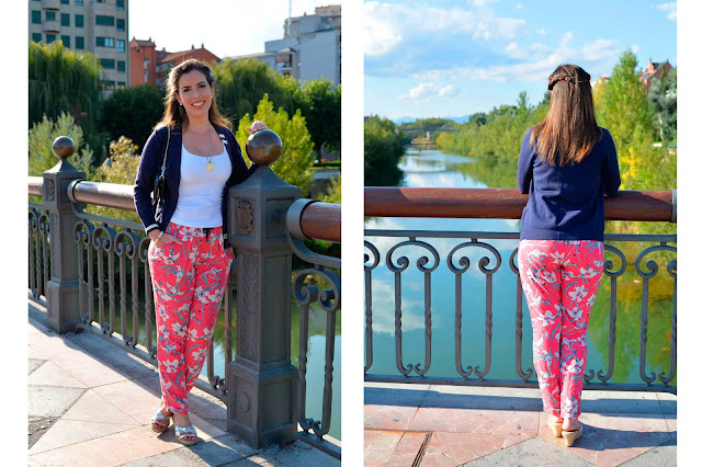 fashion outfit blogger floral print pants pearls