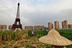 Melihat Kota Hantu Replika Menara Eiffel di China