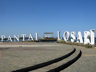 http://1.bp.blogspot.com/-rMEEZyCmyEE/UTkwxdg2gdI/AAAAAAAABF4/jBJdvXrXcv8/s1600/Pantai+Losari+Makassar+Sulawesi.jpg