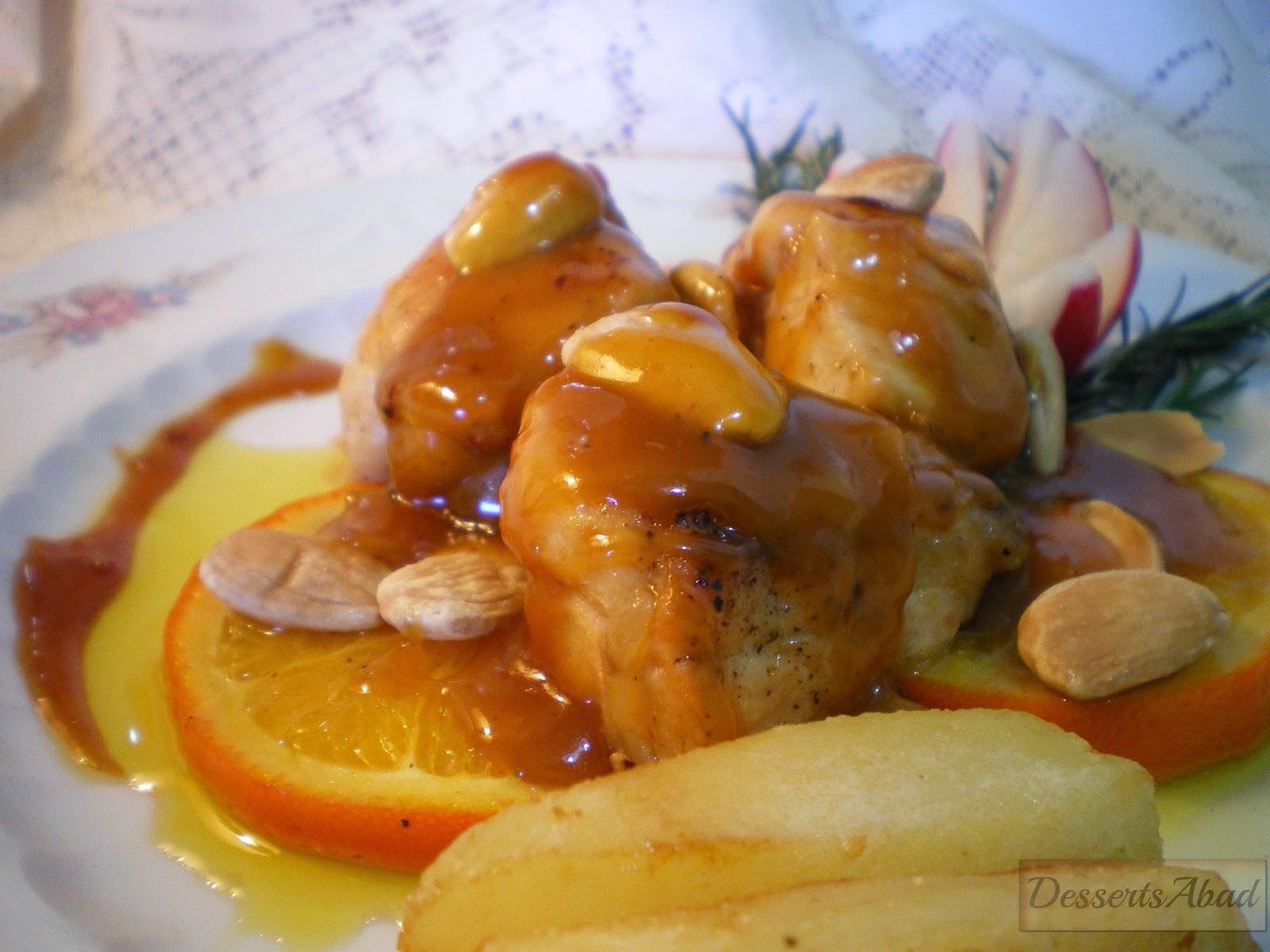 Pollo salteado con  naranja y almendras