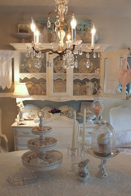 Healthy wealthy moms romantic shabby chic decor for Shabby chic cottage decor