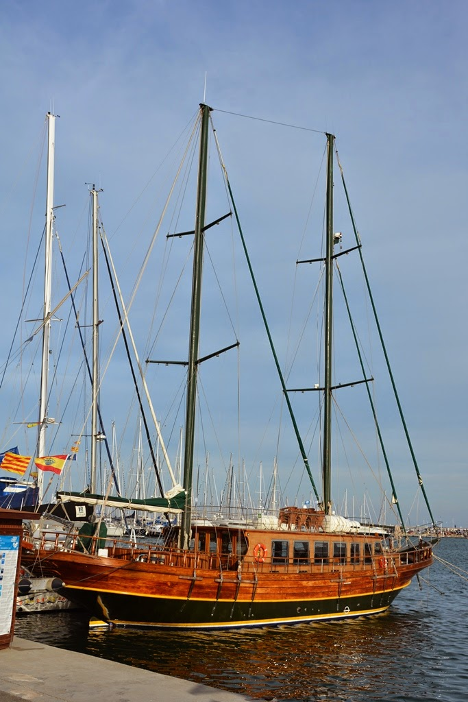 Port of Cambrils old fashioned boat