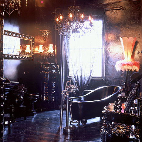 Fürdőszoba Mysterious-Gothic-Interior-Design-Bathroom-With-Black-Bathtubs