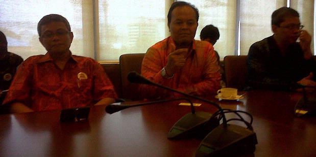 Pakai Baju Batik, Wanita Saksi Hidayat-Didik Diancam Ditelanjangi