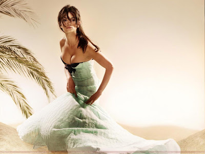 Penelope Cruz Wallpaper in Bikini