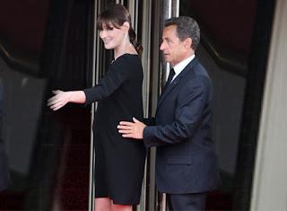 كارلا ساركوزي تعود للغناء