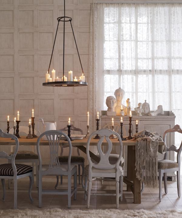 comedor con diferentes modelos de sillas gustavianas
