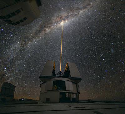 أجمل وأفضل الصور, صورة الليزر ينطلق نحو مركز مجرة درب التبانة,