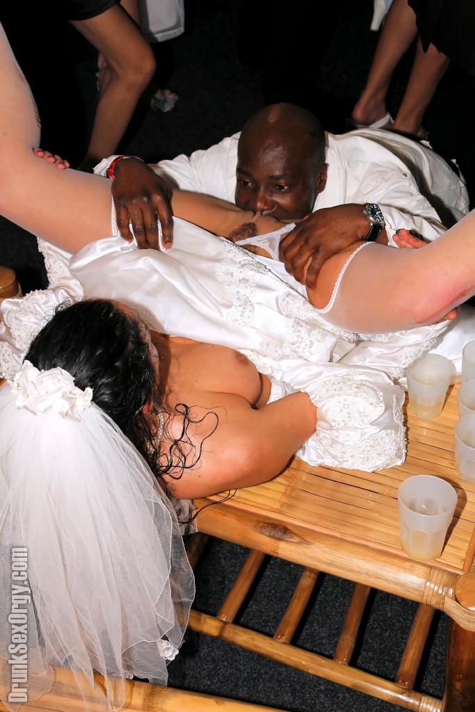 фото галереи голых невест с гостями