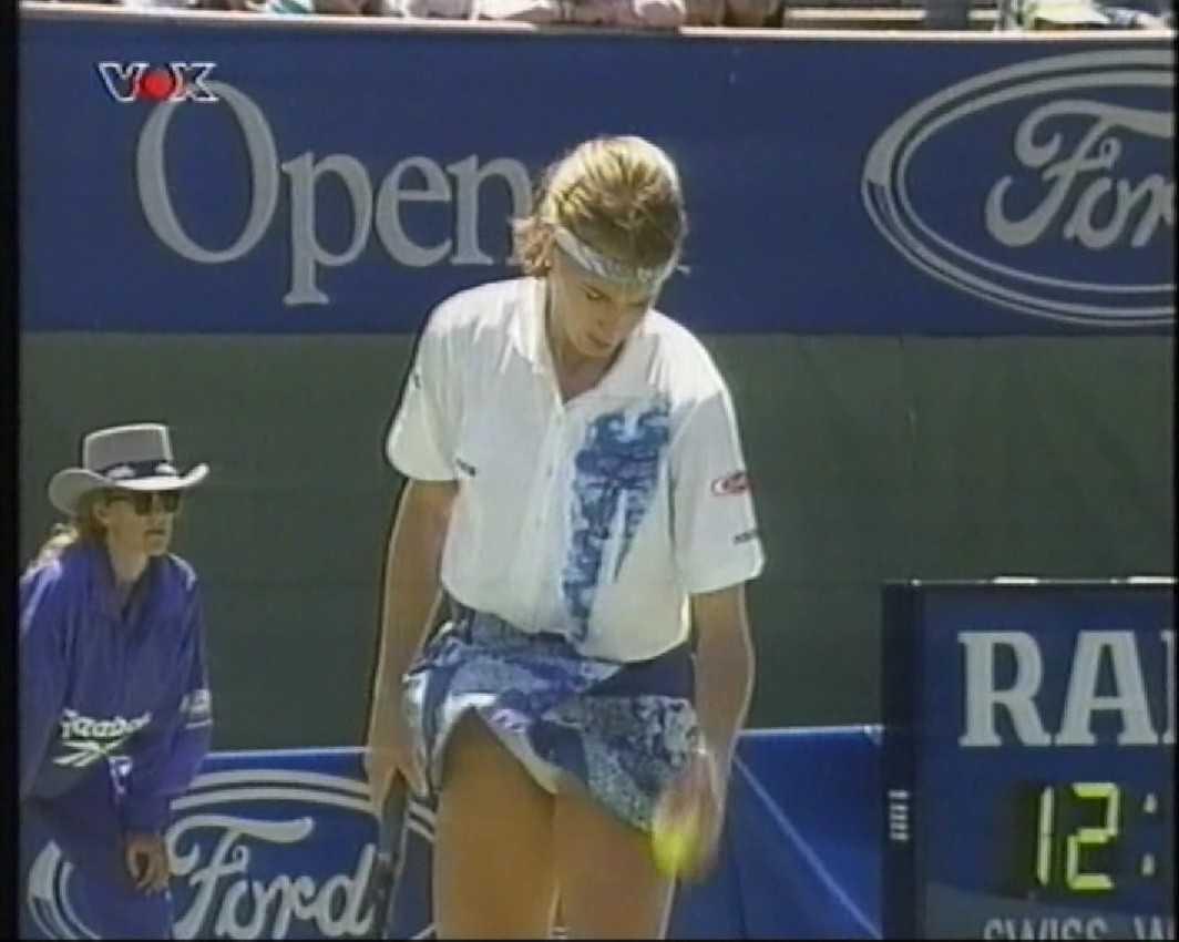 http://1.bp.blogspot.com/-rNnZrfVGLrw/T1S9WEjw79I/AAAAAAABA-M/nWHA-8GiuRY/s1600/Steffi+Graf+upskirt+moment+in+Australian+Open+1994.jpg