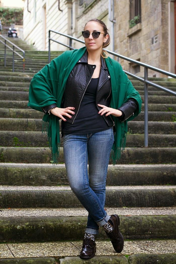 jeans giacca pelle e pashmina