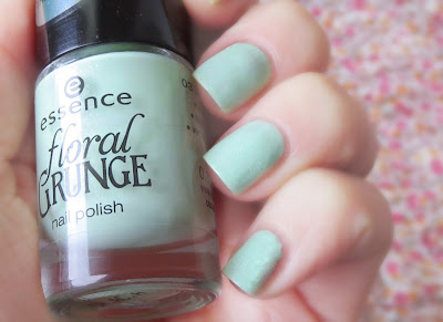 Swatch Essence Grunge Me Tender