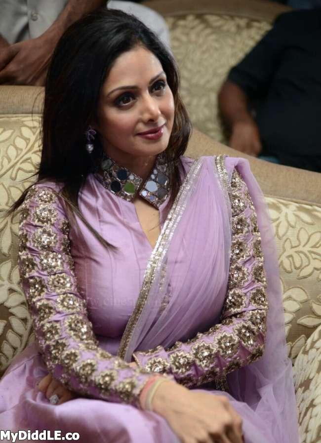 Hot Indian Actress: Naval Saree Actress