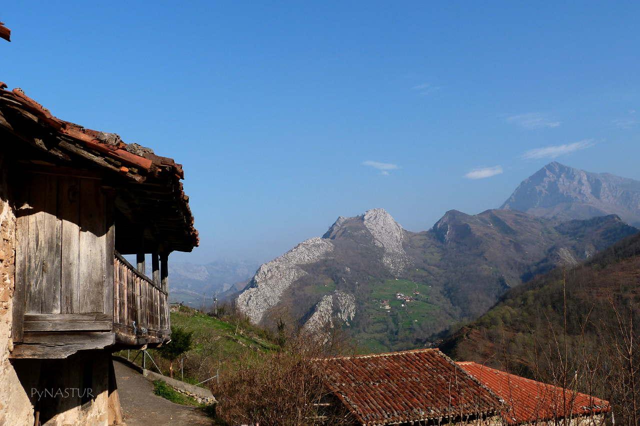 Vistas desde Ambingue hacia el Pico Pierzu - Parque Natural de Ponga - Asturias