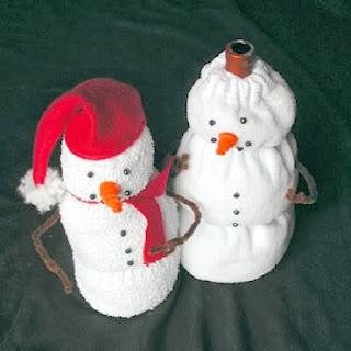 Muñecos de Nieve con Medias Recicladas