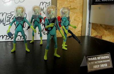 """Mezco 3/75"""" Mars Attacks Action Figure Assortment"""