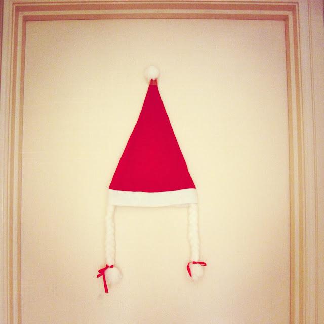 (Lights and Reds} Mrs Santa Claus hat with braids on petiteplayground.blogspot.com