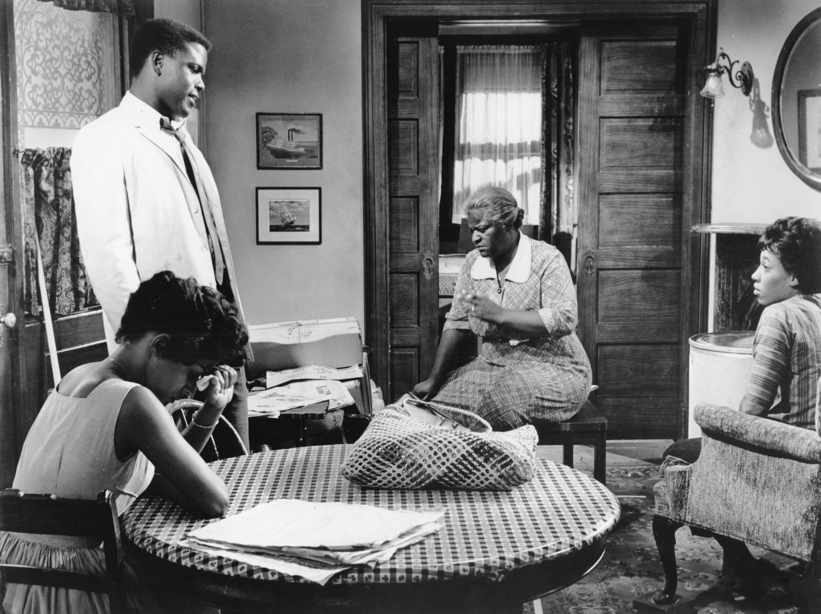 a raisin in the sun family A raisin in the sun details the story of a working-class family struggling to make ends meet the youngers are then faced with a difficult decision that brings their colored heritage and the lives of their ancestors to the forefront.
