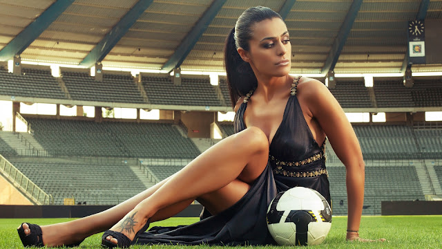 HD girl with the ball soccer, football Wallpapers