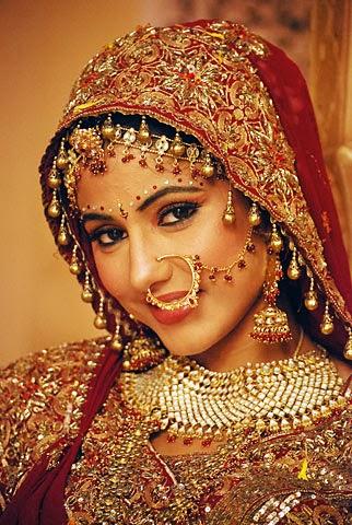 Beautiful ear rings of Bride: (Karn Phool or Jhoomars or jhumke)