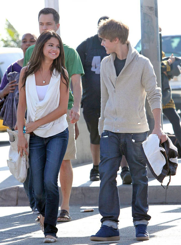 justin bieber and selena gomez 2011. house Justin Bieber and Selena