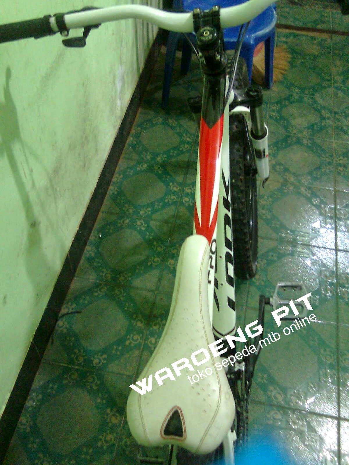 jual sepeda gunung mtb bekas look putih merah hitam full bike harga terjangkau dengan spare part suku cadang lumayan xc country  waroengpit 4