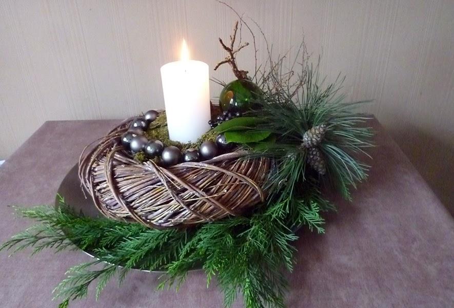 Weihnachtstischdekoration Weiß Grün tischkarte beerenzweig