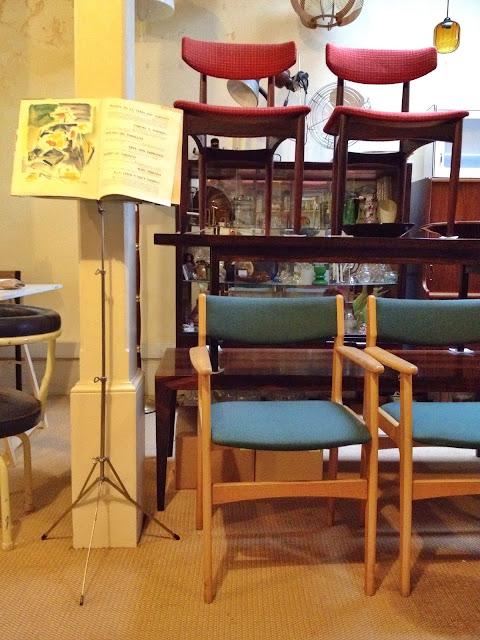 cadeiras nórdicas, vintage, a porta Verde