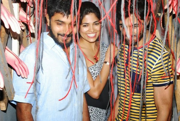 Akshay Oberoi and Parvathy Omanakuttan promote Pizza at a mall. Lets ...