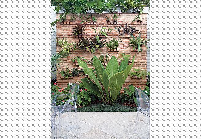 """jardim vertical tijolo:Jardim vertical – legal as """"prateleiras"""" criadas com o próprio tijolo"""