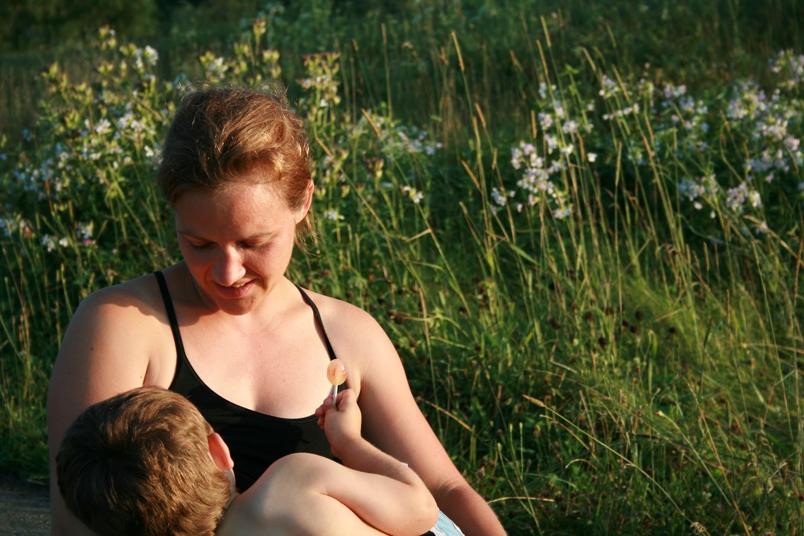 Mère et fils ayant des rapports sexuels