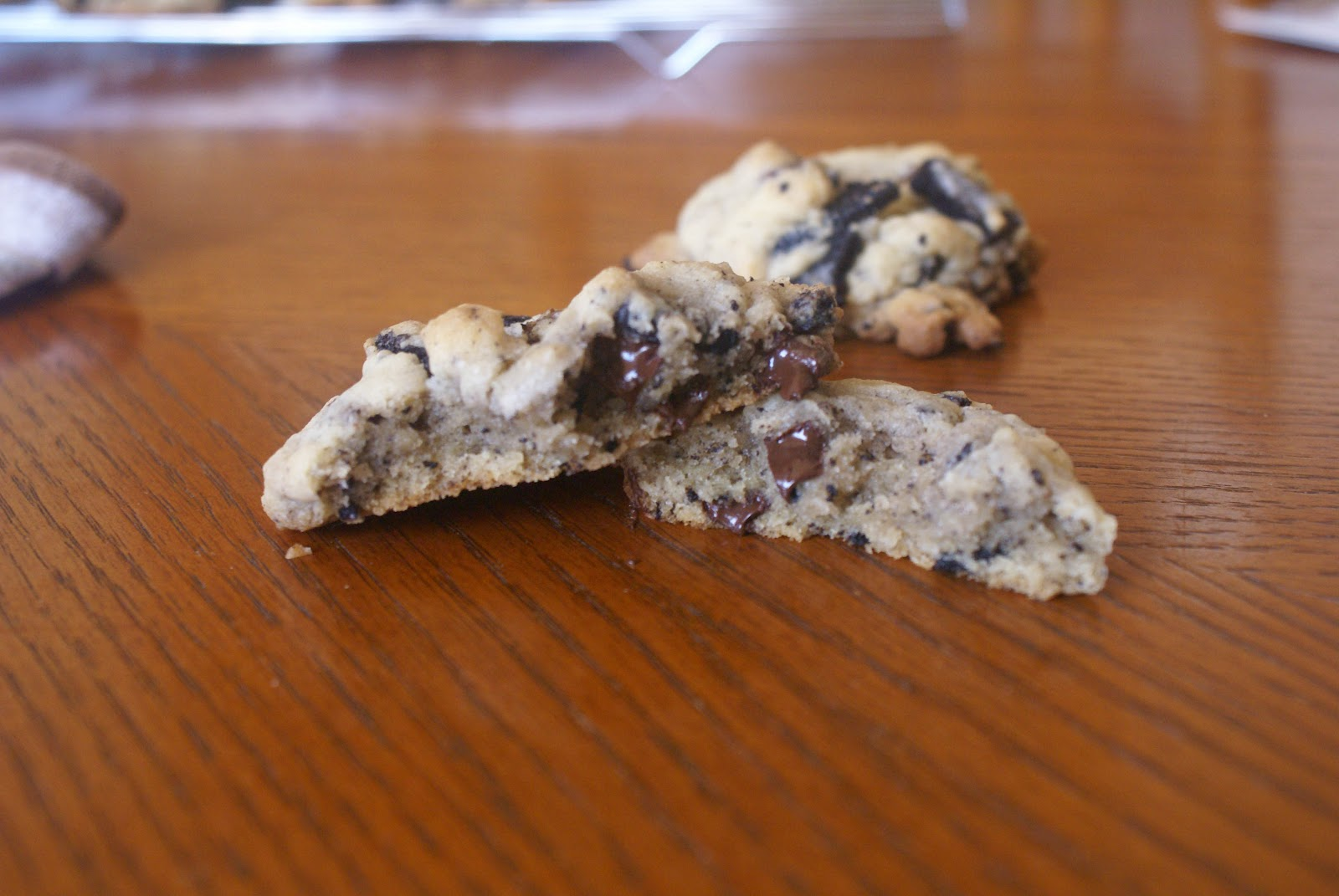 sunflowersandsprinkles: Oreo Chocolate Chip Cookies