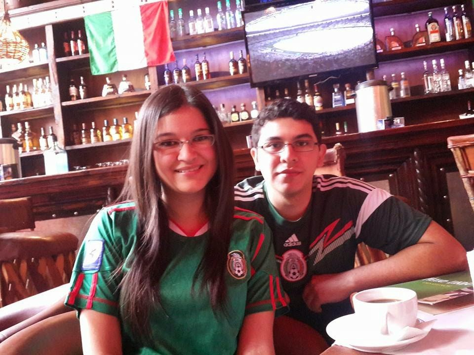 Con su hermano