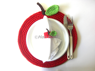 Crochet Placemat Apple