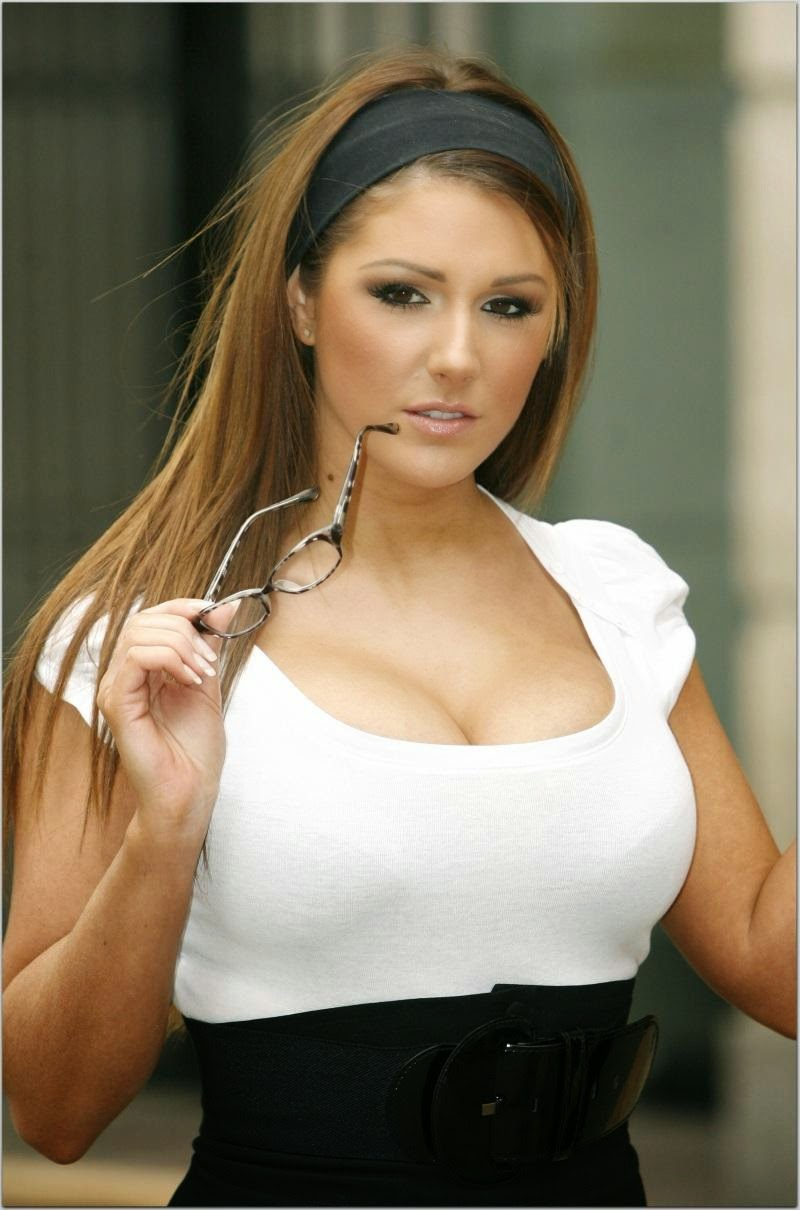 Lucy Pinder hot photo 004