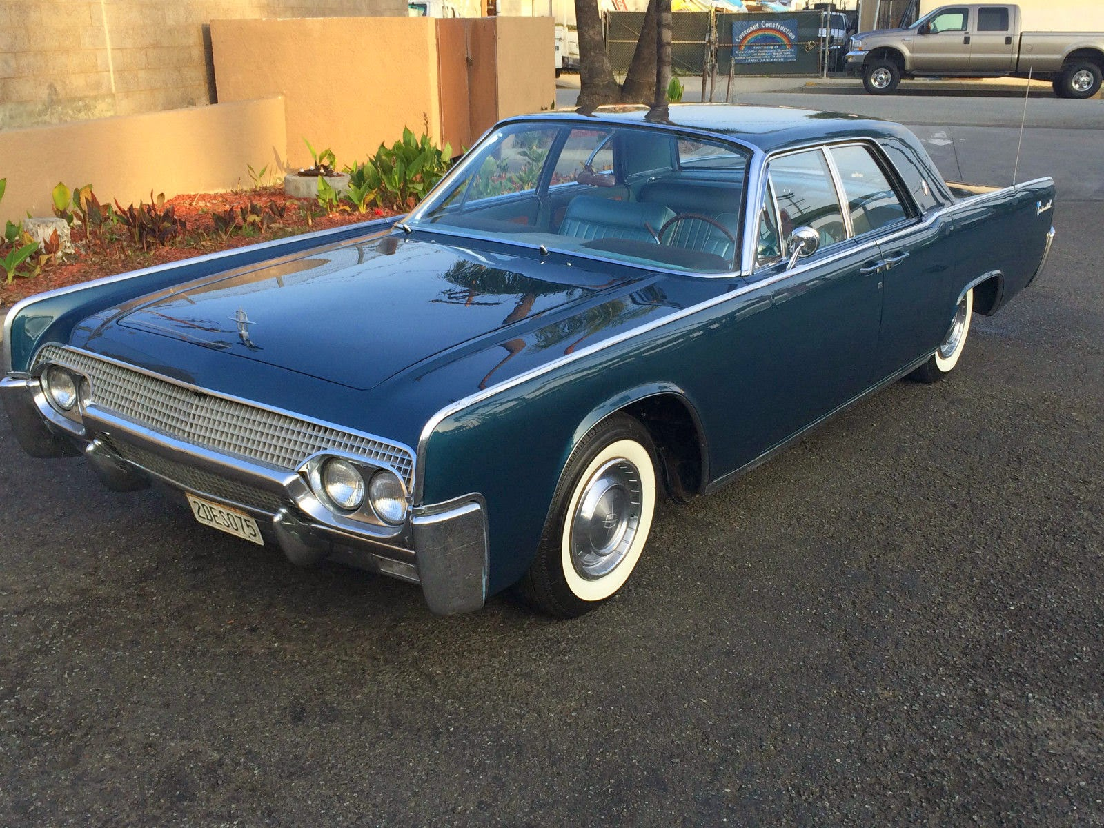 daily turismo 15k sue has side doors 1961 lincoln. Black Bedroom Furniture Sets. Home Design Ideas