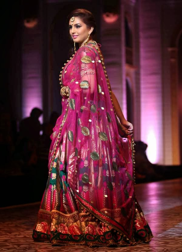 huma qureshi at india bridal fashion week2013 sarees villa