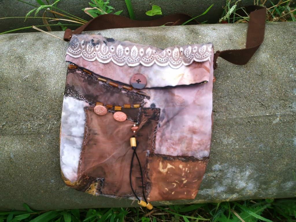bolsa a partir de retalhos de eco print e miçangas
