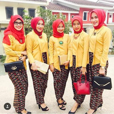 model kebaya modern hijab merah dengan blouse polos kuning rok batik