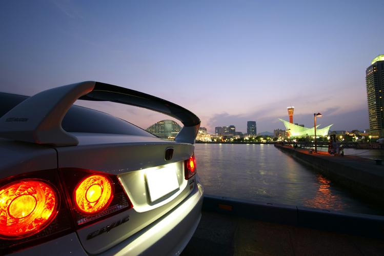 Honda Civic VIII Type R, japoński sportowy samochód, motoryzacja, jdm, zdjęcia, fotki, photos, tuning, nocna fotografia, samochody nocą, po zmroku, auto, VTEC, K20, sedan